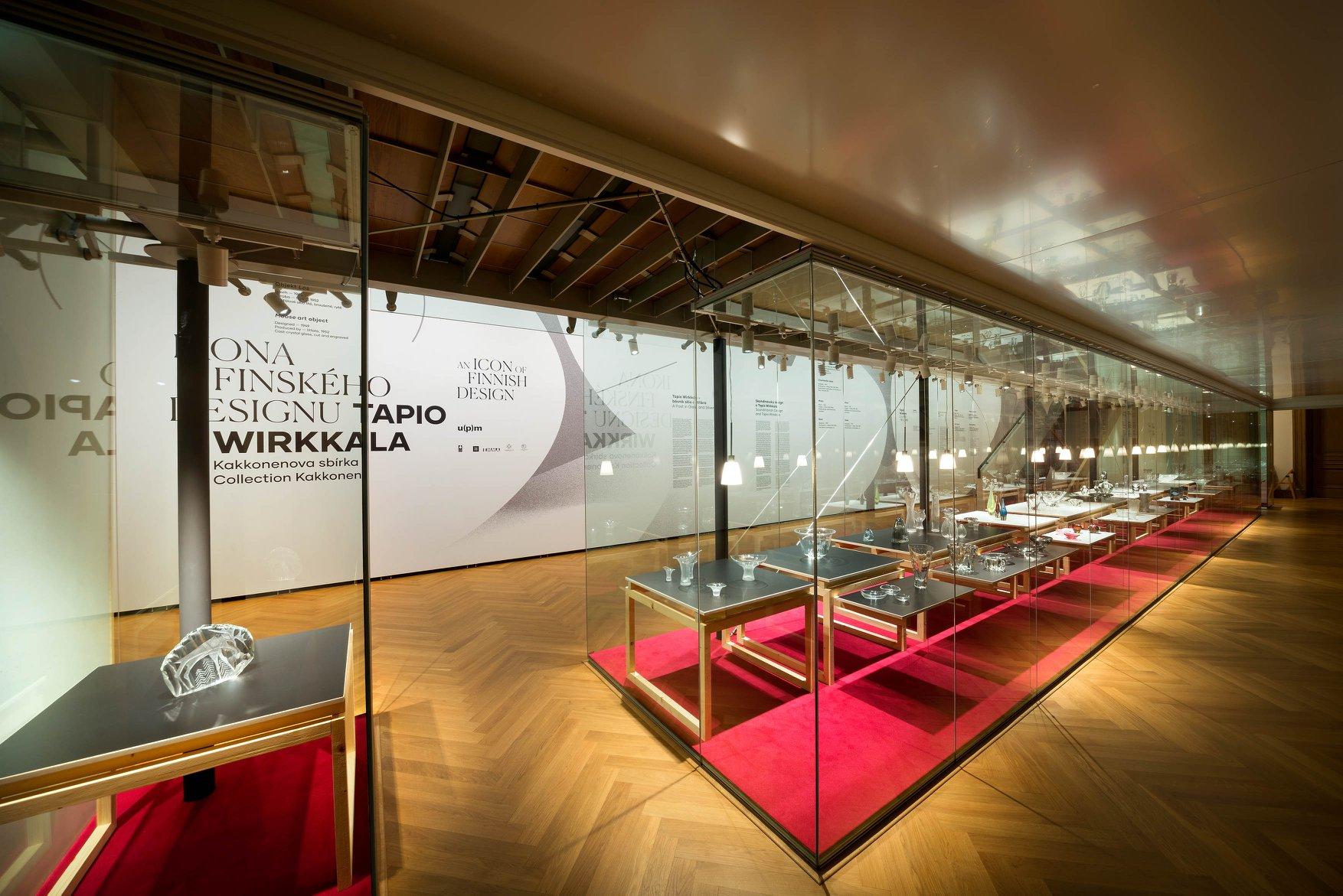 Finnisches Design – Ausstellungsaufbau mit Mila-wall Vitrinen im Kunstgewerbemuseum Prag