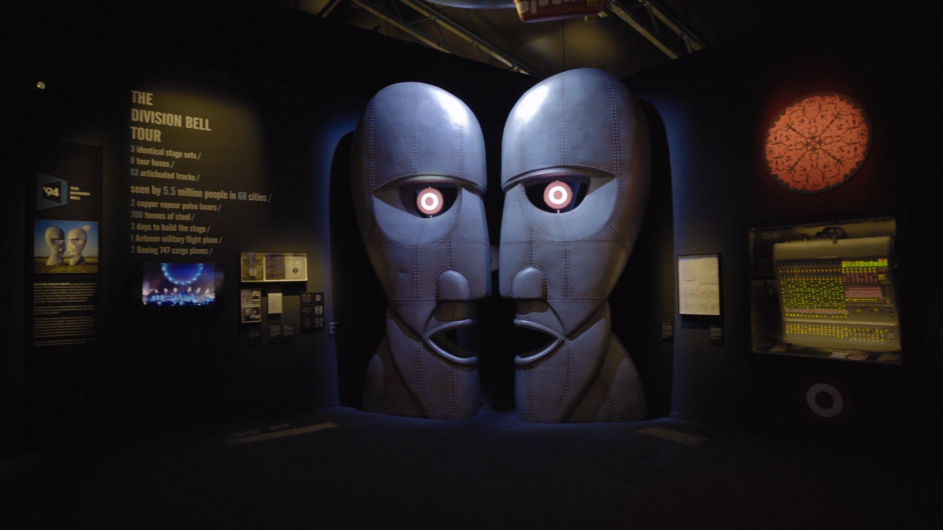 Interaktive modulare Wände von Mila-wall ergänzen die Schau über die Band Pink Floyd