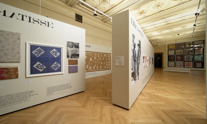 Mila-wall Wandkorpus im Kunstgewerbemuseum in Prag
